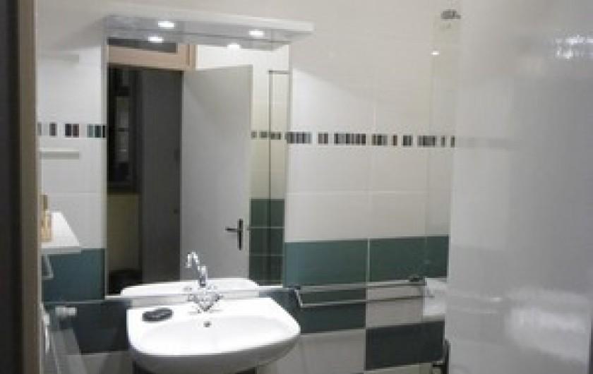 Location de vacances - Gîte à Fontaneilles - salle d'eau avec douche au rez de jardin