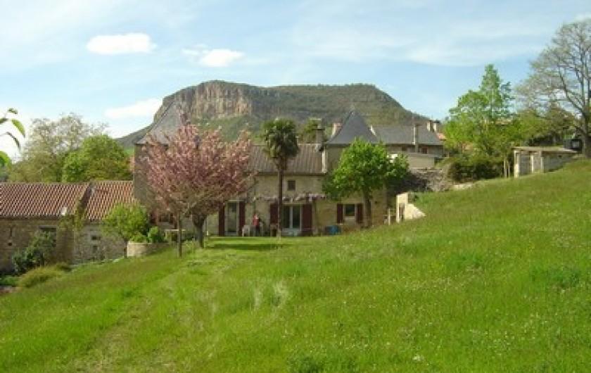 Location de vacances - Gîte à Fontaneilles - Extérieur, le pic de Suèges derrière le gîte