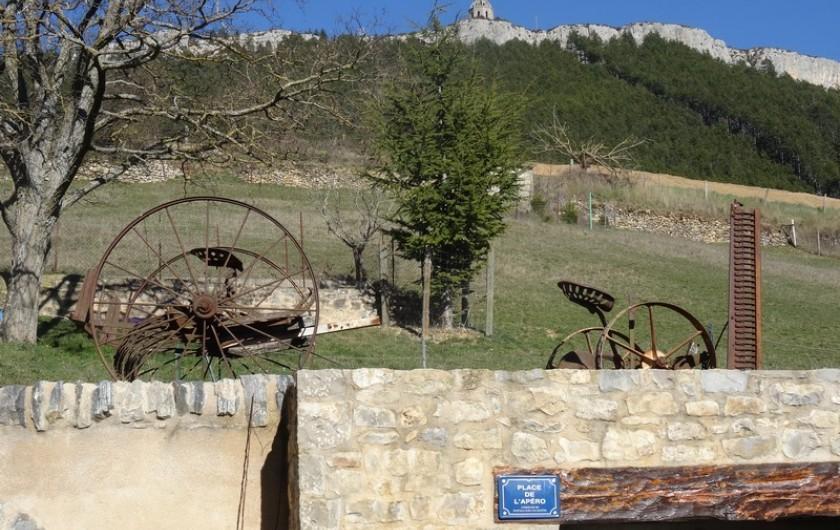 Location de vacances - Gîte à Fontaneilles - Extérieur avec le piédestal en arrière plan