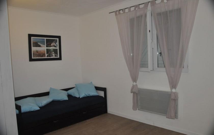 Location de vacances - Villa à Saint-Martin-de-Seignanx - chambre 1 -1  lit gigogne 90*190