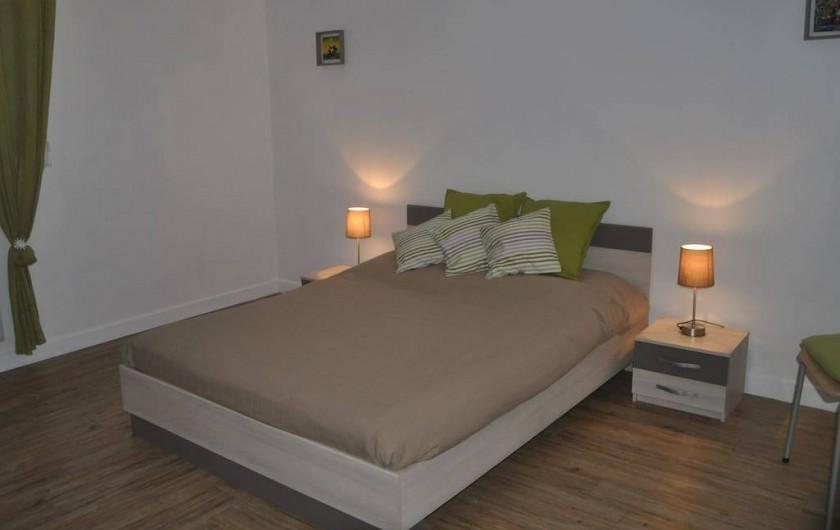 Location de vacances - Villa à Saint-Martin-de-Seignanx - chambre 2 - 1 lit double et 1 lit bébé bois avec matelas