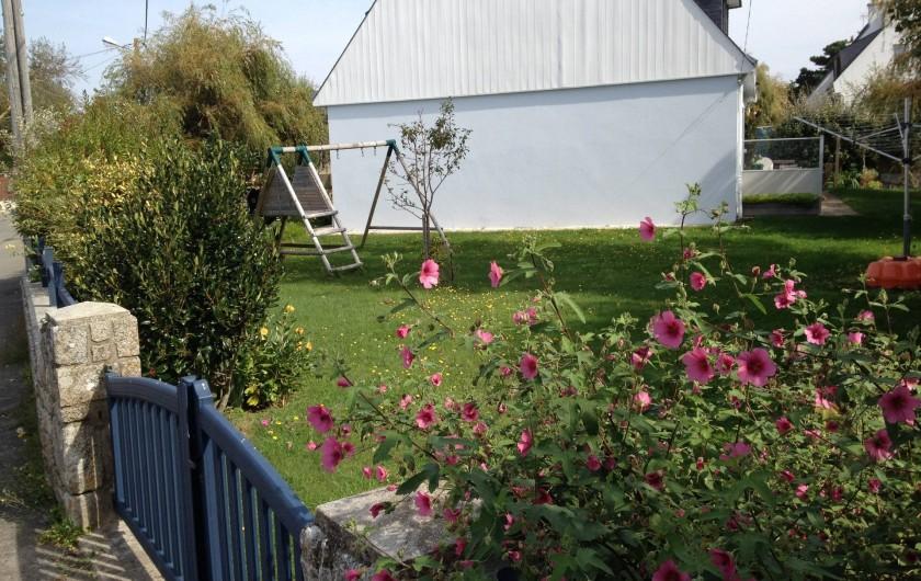 Location de vacances - Villa à Gâvres - Jardin ouest avec portique et fruitiers