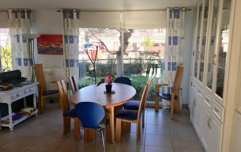 Location de vacances - Villa à Gâvres - Salle à manger (vue de la cuisine)