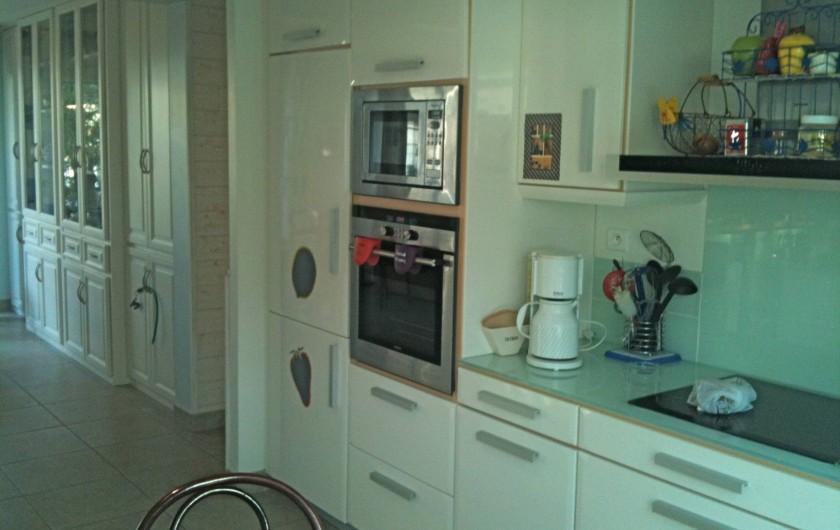 Location de vacances - Villa à Gâvres - cuisine (four, micro ondes, plaque induction...)