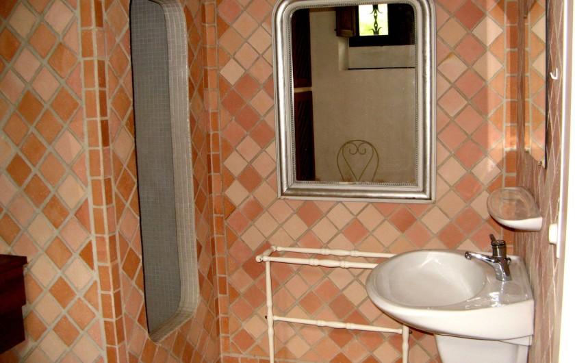Location de vacances - Maison - Villa à Bézenac - Salle d'eau de la petite maison