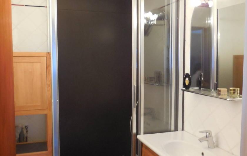 Location de vacances - Appartement à Les Menuires - Salle de bains 1 avec douche et lave linge