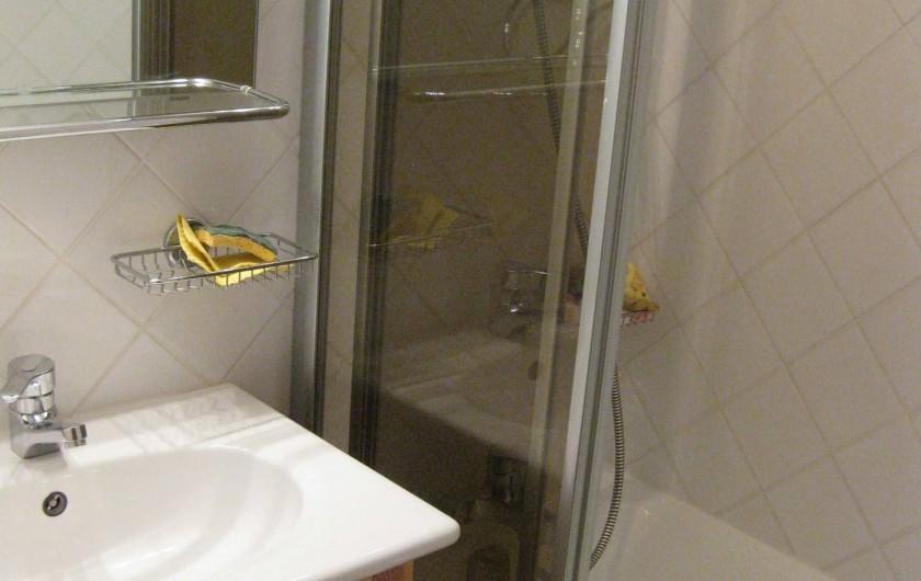 Location de vacances - Appartement à Les Menuires - Salle de bains 2 avec baignoire