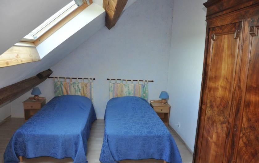Location de vacances - Gîte à Saint-Eugène - Chambre 3 au 1er étage, 3 lits 1 place