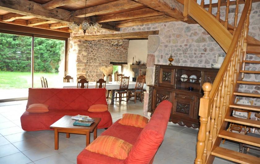 Location de vacances - Gîte à Saint-Eugène - La pièce principale avec coin salon auprès de feu,  salle à manger et cuisine