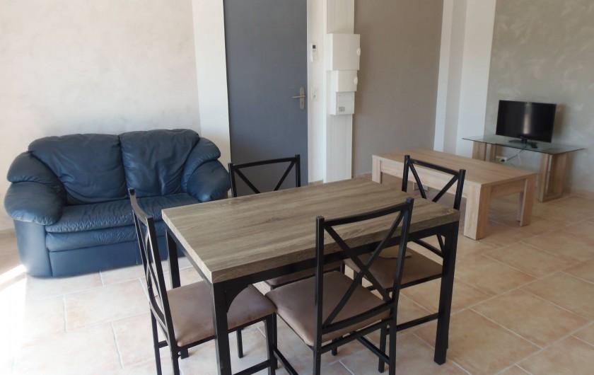 Location de vacances - Appartement à Le Sambuc - GITE  LE JARDIN