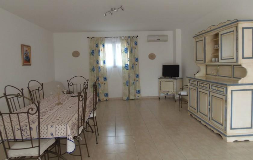 """Location de vacances - Appartement à Le Sambuc - GITE  N°  2      4 PERSONNES  """"LE TAMARIS"""""""