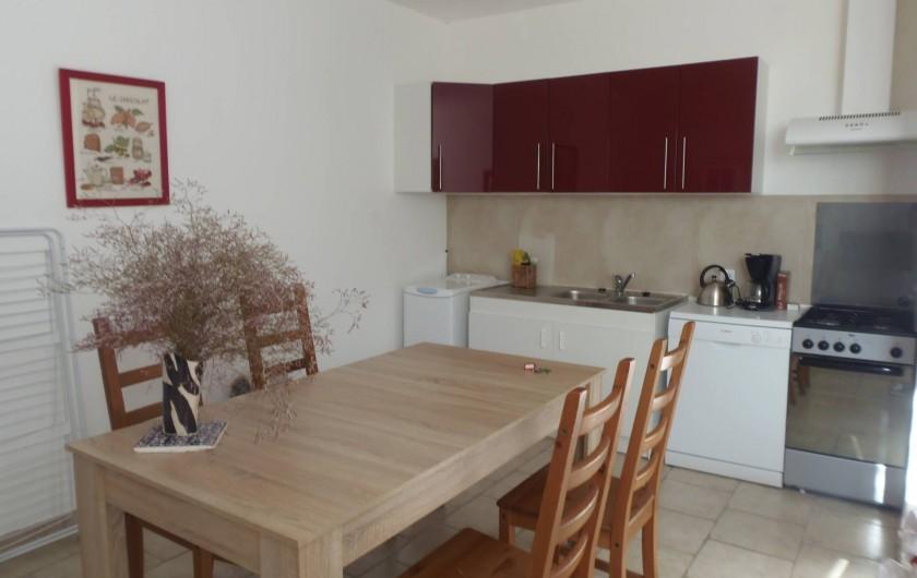 """Location de vacances - Appartement à Le Sambuc - GITE  N° 4  4 PERSONNES  """"LE PLATANE"""""""