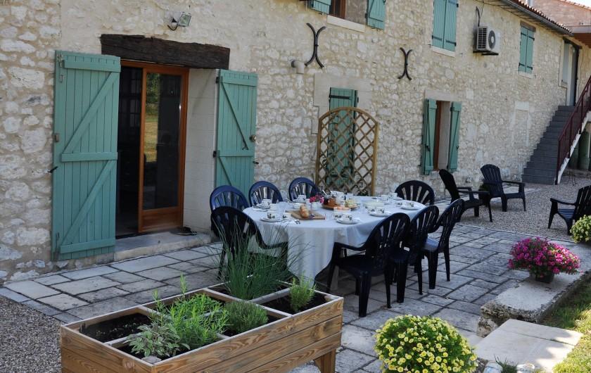 Location de vacances - Chambre d'hôtes à Margueron - Table du petit-déjeuner