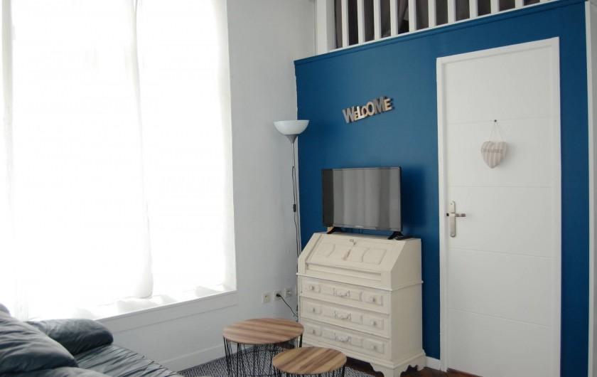 Location de vacances - Gîte à Gémozac - Salon LES ROSES
