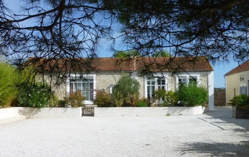 Location de vacances - Gîte à Gémozac - Cour