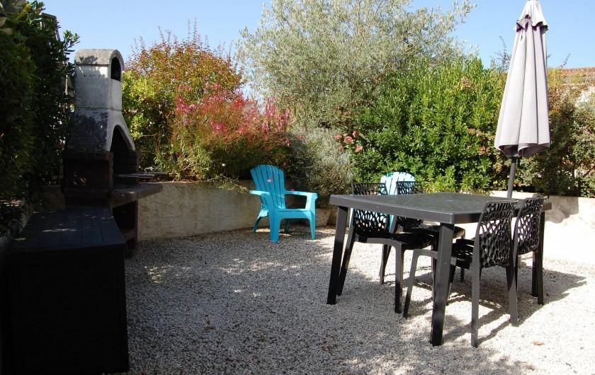 Location de vacances - Gîte à Gémozac - Terrasse LES ROSES