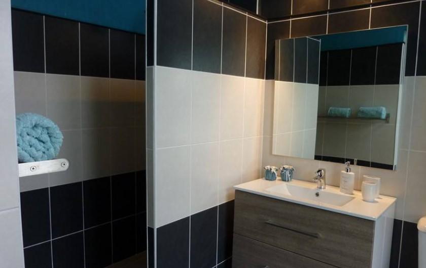 Location de vacances - Gîte à Gémozac - Salle de bain LES ROSES