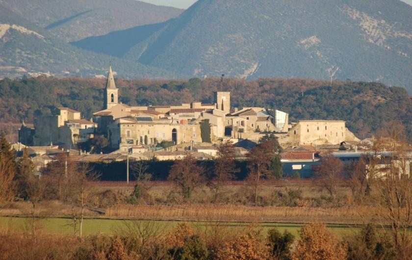 Location de vacances - Villa à Grillon - Vue du village de grillon