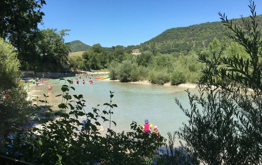 Location de vacances - Camping à Piégros-la-Clastre - Plage naturelle de la Drôme du camping Les Chamberts: accès privé et direct