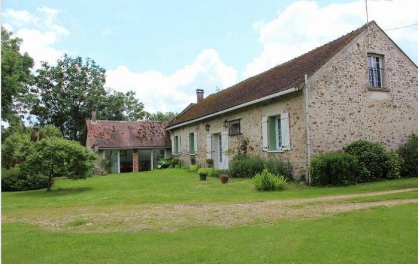 Location de vacances - Maison - Villa à Saint-Germain-sous-Doue - Vue cour intérieure privée 1000 m²