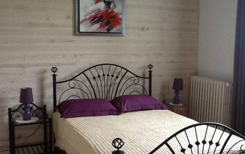 Location de vacances - Maison - Villa à Saint-Germain-sous-Doue - Chambre 3 - ESPAGNE Lit 140 x 190  Armoire Porte-valise