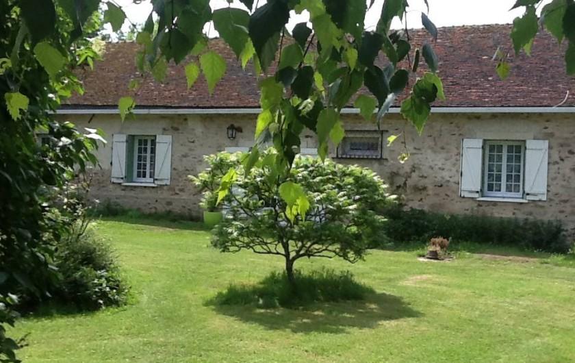 Location de vacances - Maison - Villa à Saint-Germain-sous-Doue - Vue cour intérieure