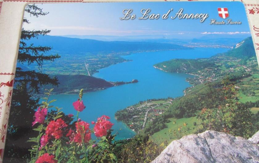 Location de vacances - Appartement à Faverges - Vue sur le lac d'Annecy. Site à visiter, décollage des parapentes.