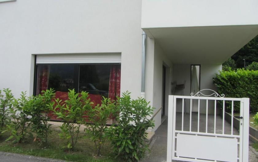 Location de vacances - Appartement à Faverges - entrée par le portail