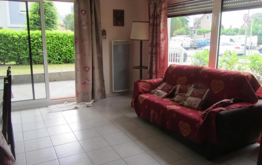 Location de vacances - Appartement à Faverges - canapé lit pris sous un autre angle