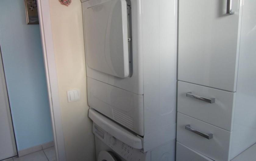 Location de vacances - Appartement à Faverges - rangement,lave-linge et sèche linge