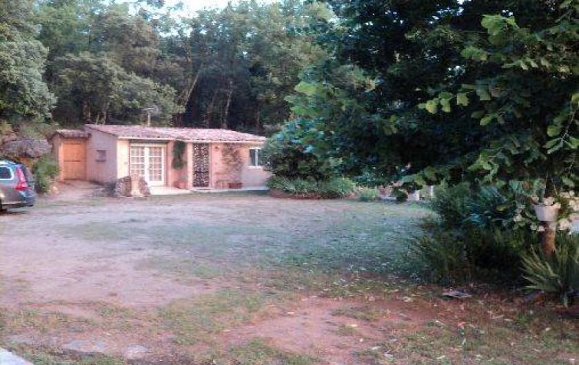 Location de vacances - Maison - Villa à Montauroux - vue sous soleil