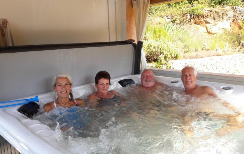 Location de vacances - Maison - Villa à Montauroux - vacanciers au bain