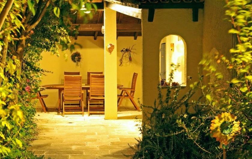 Location de vacances - Villa à Maubec - la petite terrasse