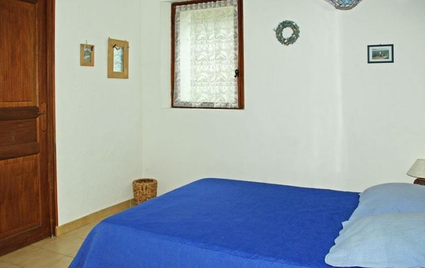 """Location de vacances - Villa à Maubec - chambre """"Tournesol"""""""