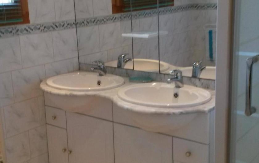 Location de vacances - Chalet à Le Menil - Salle de bain avec douche