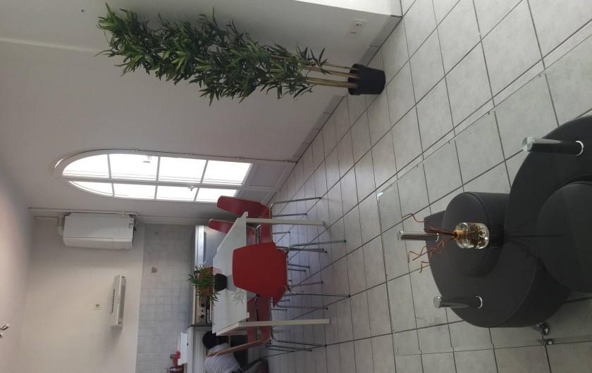 Location de vacances - Appartement à Royan - Cuisine vue salon