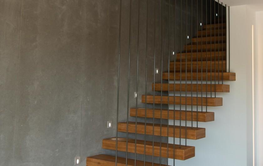 Location de vacances - Villa à Callian - Escalier