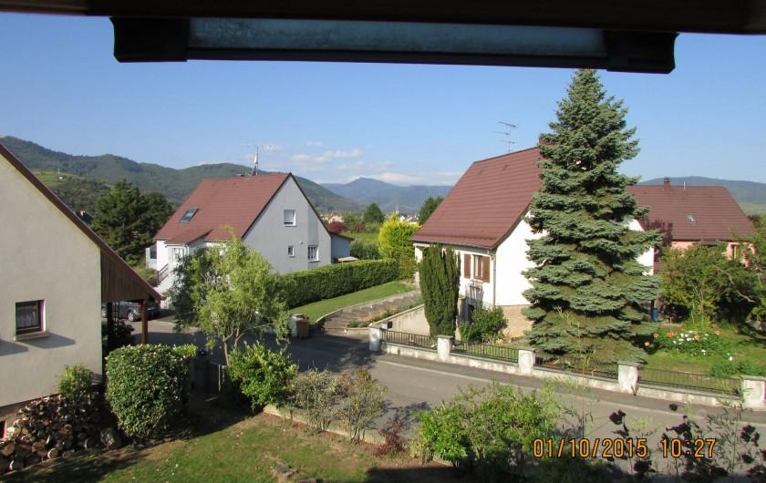 Location de vacances - Appartement à Wintzenheim - vue par le velux