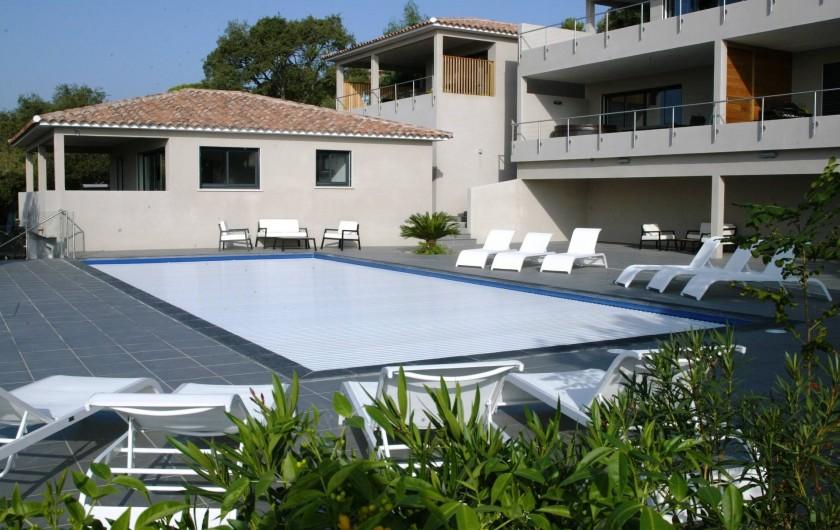 Location de vacances - Maison - Villa à Porto-Vecchio - piscine avec volet de securité