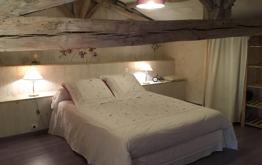 Location de vacances - Gîte à Xaintray - Chambre étage - lit 160/200