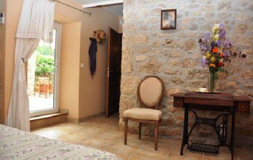 Location de vacances - Mas à Châteauneuf-du-Rhône - Chambre 1 Jas du Bas avec salle d'eau