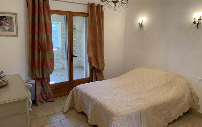 Location de vacances - Mas à Villelaure - Chambre 1 avec accès à la loggia