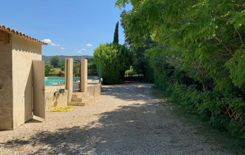 Location de vacances - Mas à Villelaure - Entrée de la propriété