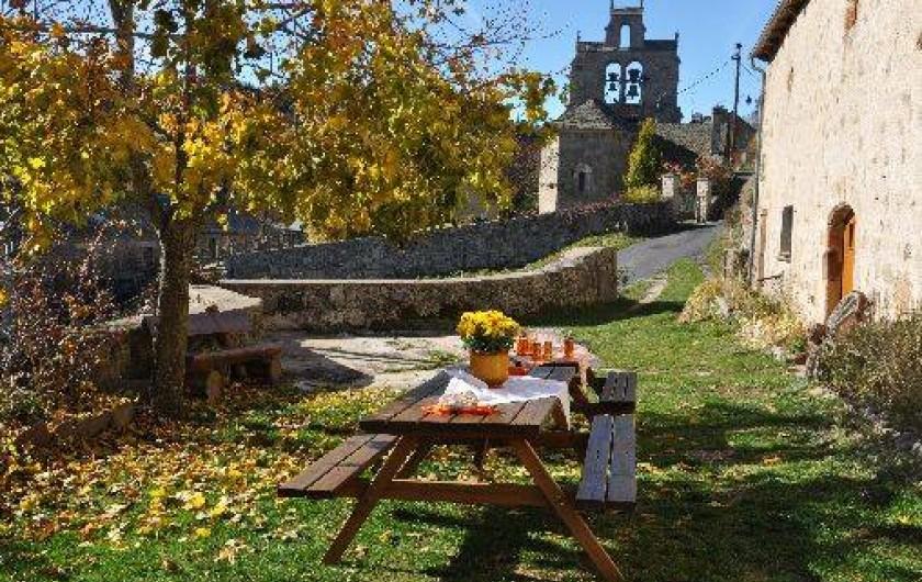 Location de vacances - Gîte à La Panouse - Déjeuner dehors