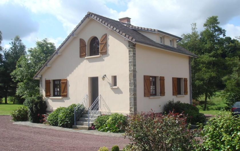 Location de vacances - Maison - Villa à Tessy-Bocage - L'accès à la maison se fait par un petit escalier de 5 marches.
