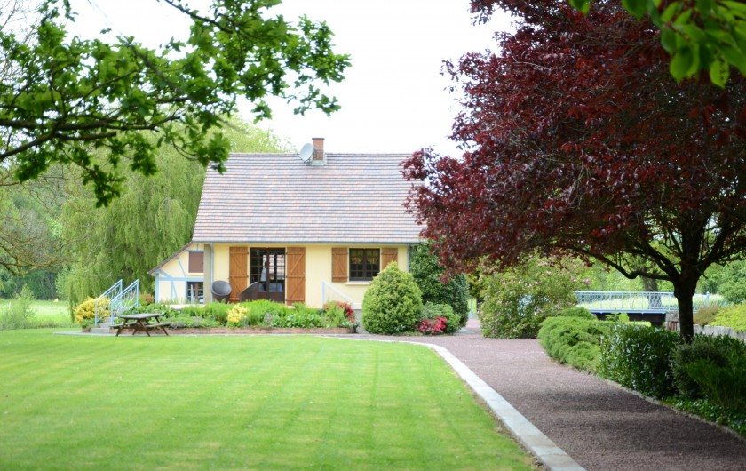Location de vacances - Maison - Villa à Tessy-Bocage - La maison vue  du coté Est.