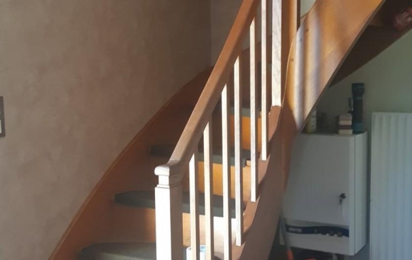 Location de vacances - Maison - Villa à Tessy-Bocage - L'escalier qui permet d'accéder à l'étage