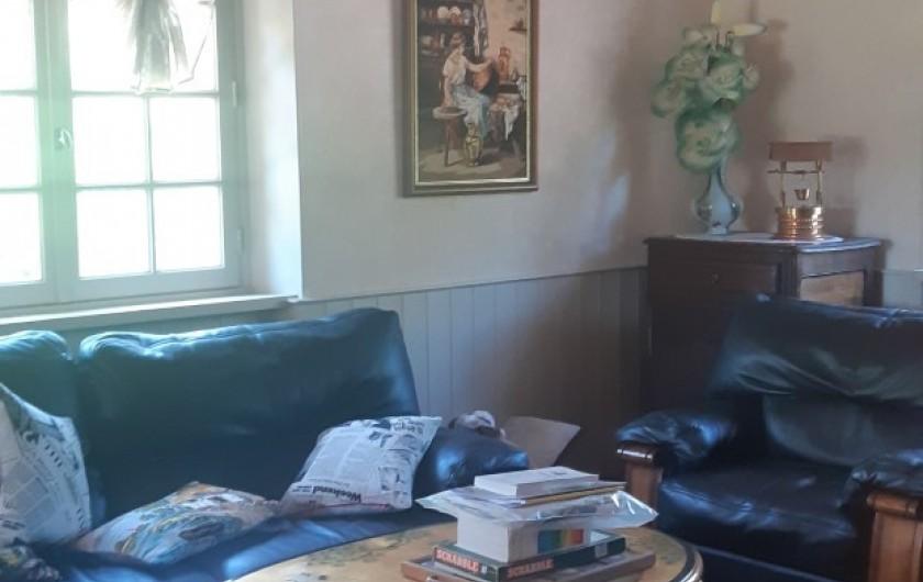 Location de vacances - Maison - Villa à Tessy-Bocage - Le salon avec sa table chinoise qui rajoute 6 assises.