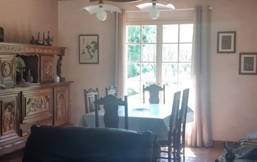 Location de vacances - Maison - Villa à Tessy-Bocage - Salle à manger avec table extensible pour accueillir jusqu'à 8 à 10 personnes