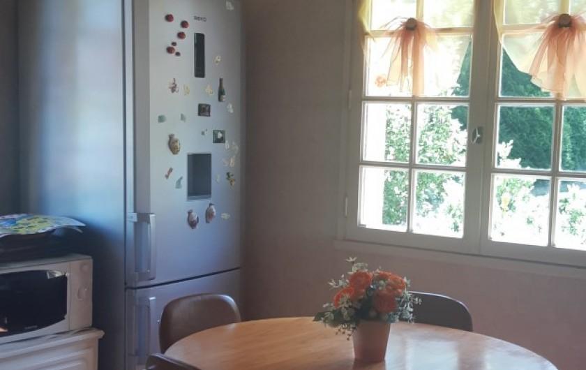 Location de vacances - Maison - Villa à Tessy-Bocage - Une vue partielle de la cuisine.